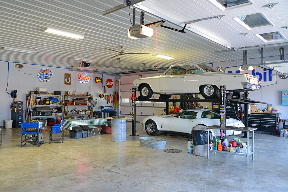 Post Frame Pole Barn Garage Workshop for Cars and Trucks with Lift